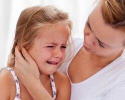 Симптомы и лечение отита у ребенка